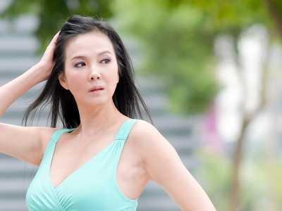 50岁丁国琳『不穿内裤』拍性感美照 丁国林