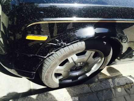 郑州一奥迪车撞到劳斯莱斯 奥迪撞到劳斯莱斯