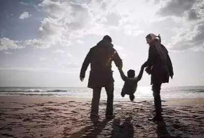 被父母反对的爱情应不应该继续 父母反对的感情怎幺办