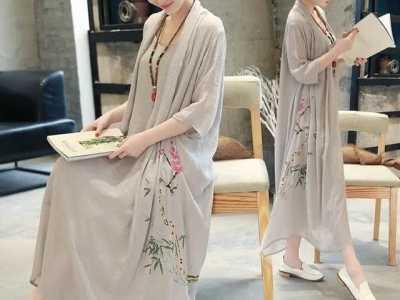 今年很流行的印花复古连衣裙 复古印花连衣裙